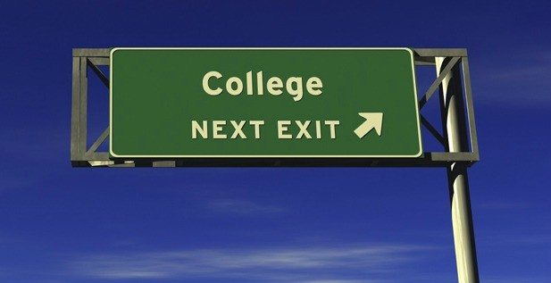 5 Reasons Why Juniors Should Begin Their College Search NOW
